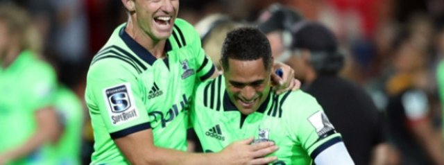Aaron Smith try snatches win over Chiefs for 14-man Highlanders
