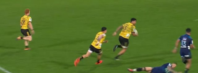 Watch: Hurricanes lock bamboozles SBW with a lovely step