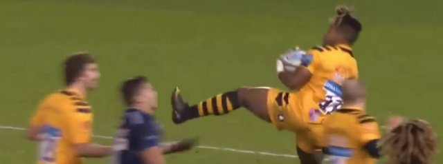 Paolo Odogwu hand a lengthy for flying kick