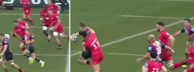 Watch: Alex Dombrandt sets up a stunning try with a brilliant offload!