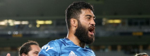 Blues stop the rot with win over Hurricanes, Reds hammer Rebels