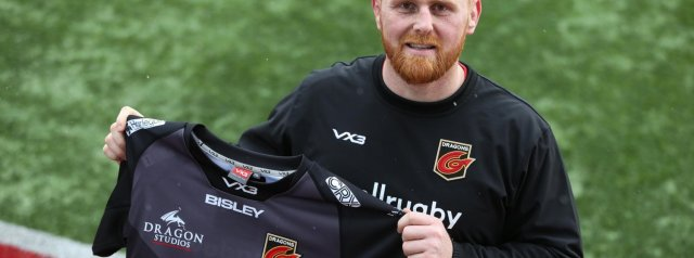 Baker signs new Dragons deal